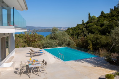 Brand New Sea View Villa, 400m from the beach and close to Lefkada town