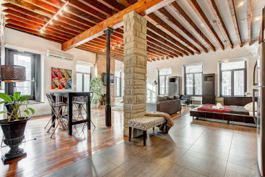 Spacious and authentic Loft in the heart of Old Montreal
