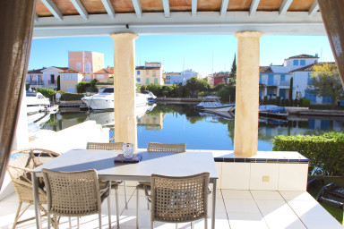 Exceptional house with A/C, WIFI, a Pool and a mooring