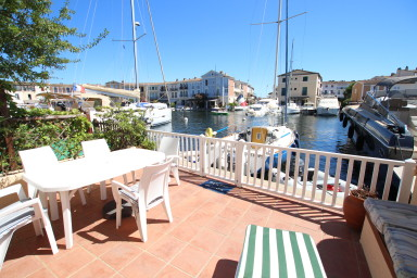 Enlarged stone house in private area - WIFI, 2 terraces, 16m mooring