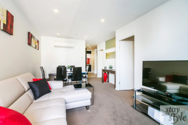 Melbourne Star - central city location - sleeps 5