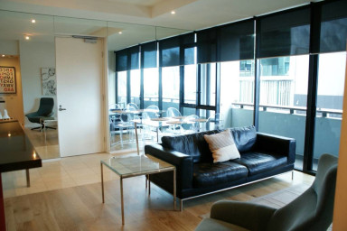 Port Melbourne Seaviews, Gym, Pool & Tennis!