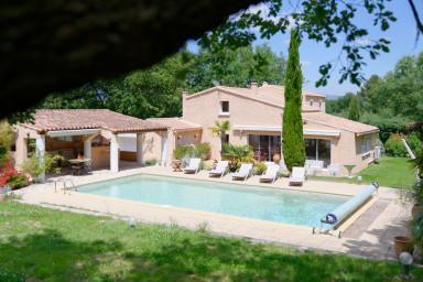 Les Iris maison de vacances provençale