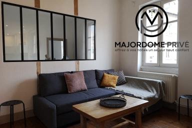 Beautiful old apartment renovated - nice amenities #U4