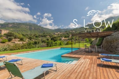 Villa Eden with pool, garden and panoramic sea and mountain views