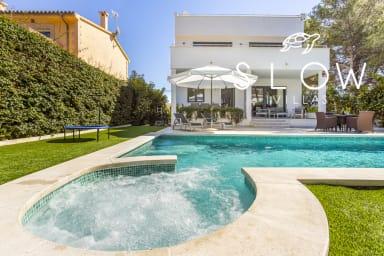 Villa Neptuno next to the beach and fancy Port Adriano in Mallorca