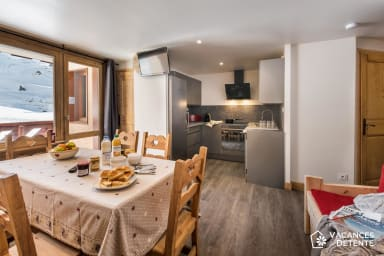 (J2) Stunning Ski-In / Ski-Out with Fantastic Views: Charming and Spacious