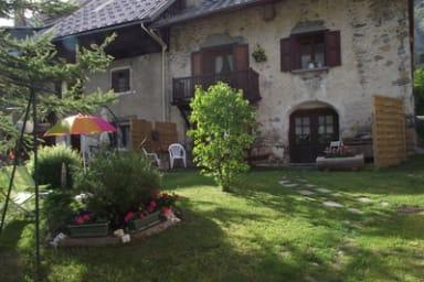 Rochas Patrice - Meublé dans une ancienne maison de pays avec jardin