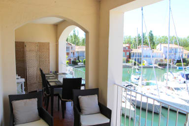 3-Room apartment with a large balcony on the canal