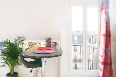 Charming Apt. With Great Views of Tour Eiffel & Sacré Coeur