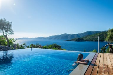 UP to 40%: Exclusive Waterfront Villa,2 private pools & stunning view!