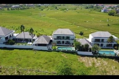 Private Villas Complex, 7 BR, Canggu w/ staff