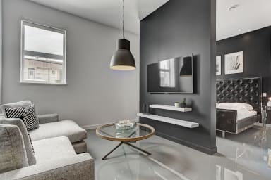 Loft moderne lumineux meublé cuisine équipée à côté de la station de métro