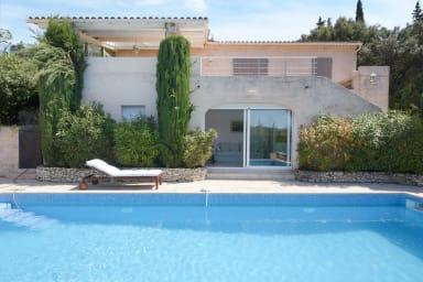 Grande villa avec piscine proche Avignon - W374
