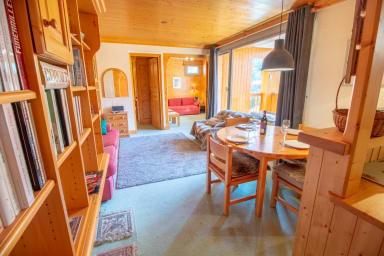 Meribel Centre, 6 person apartment 100m from ski pistes
