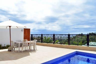 Villa Pape'Ora - Papeete - 4 ch - clim - WiFi - piscine et vue mer- 7 pers