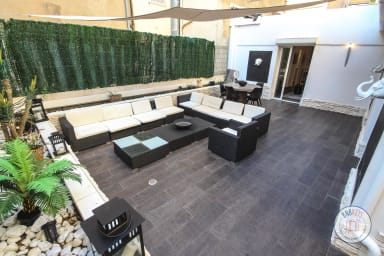 Appartement Sandro / Apartment with Beautiful patio 100 meters from the sea