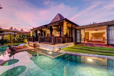 Secluded Wooden Villa, 3 BR, Canggu w/ staff
