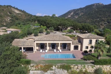 Luxurious villa in the heart of Grimaud with swimming pool