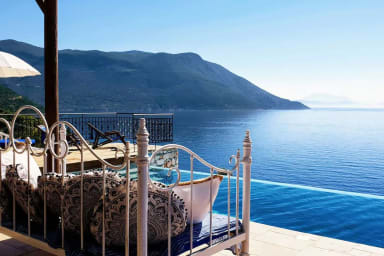 Exclusive Luxury Villa with a breathtaking seaview & direct sea access