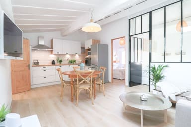 Rare ! 2019 Renovated Luxury Loft in Old Antibes 300 m from the beach