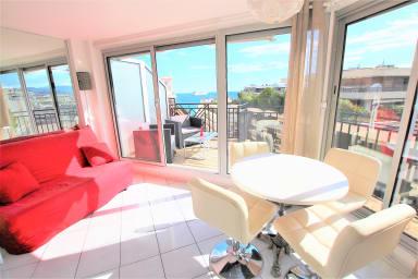 Studio dernier étage avec terrasse sur splendide vue mer