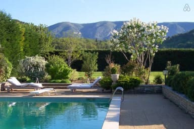 Maison avec piscine et green de golf au coeur du Luberon