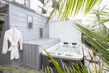 T2 Royalux, Penthouse 50m2 avec Jacuzzi et Sauna, Proche centre-ville