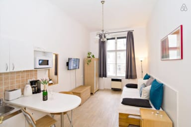 Bright and cosy studio with 2 single beds