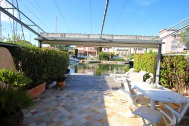Maison élargie avec amarrage 12m x 7m dans quartier privatif
