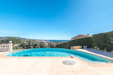 Prestigious villa in Ste Maxime with sea view and infinity pool