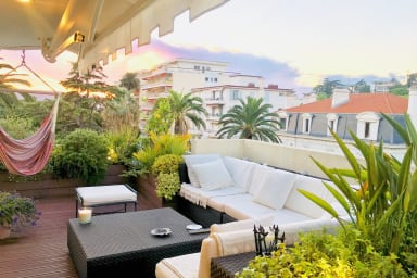 Stunning 3 BR with panoramic terrace only minutes from heart of Cannes!