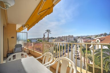 1 BR - 6 pax with sea view, just off La Croisette, very quiet environment
