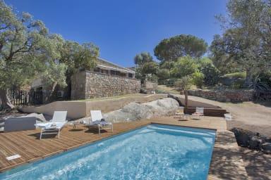 Villa Bodri, maison en pierre avec vue mer et piscine chauffée