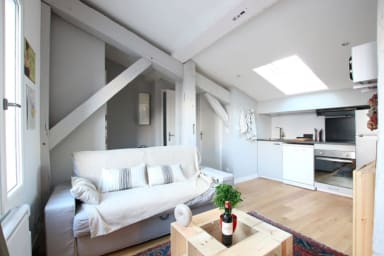Comfy Attic Apartment near Grand Théâtre