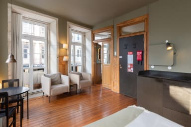 Gorgeous Home in Central Porto (2 Guests) 02