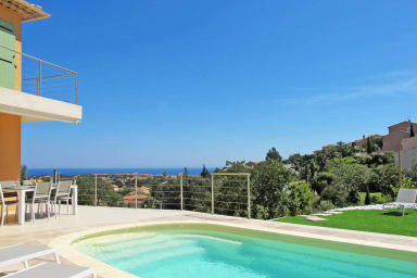 Superbe villa contemporaine avec piscine et vue mer à Saint-Aygulf