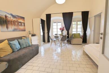 Romantico appartamento 2 BR a solo 1 minuto a piedi dal Castello di Praga