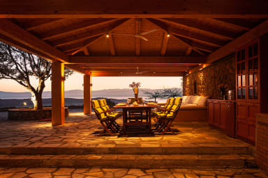 Bella Vista 4BR Villa with Pool and Stunning Views by JJ Hospitality