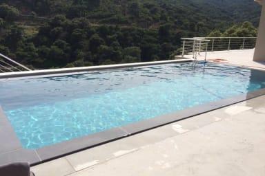 Magnifique villa au calme à Grimaud avec vue splendide sur la mer - Welkeys