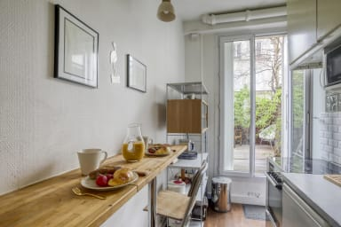 Hidden Abode with Large Patio in Buttes-Chaumont