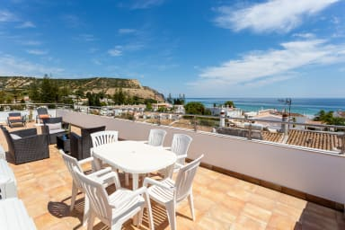 Mariners (2) - Bright and stylish apartment - 2 minute walk to the beach
