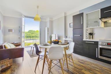 Lovely 2** one-bedroom apartment overlooking Nive in Bayonne - Welkeys