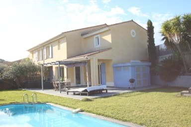 Center Cannes 10 mns : 3 bedrooms villa pool,  jacuzzi & garden