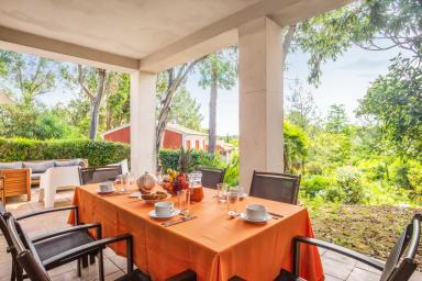 Grande maison au calme avec terrasses et jardin à Grimaud – Welkeys
