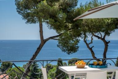 Appartement Mera / Appartement moderne avec vue mer proche des plages
