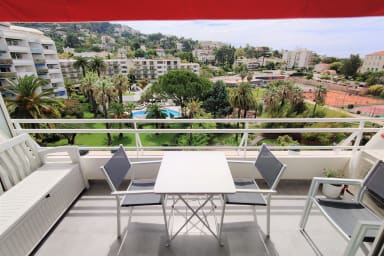 Appartement complètement rénové de 50 m2, vue dégagée sur les collines