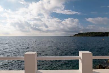 BNB RENTING Cap d'Antibes front de mer, accès direct à la mer