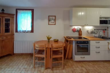 côté cuisine et salle à manger