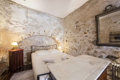 BNB RENTING T2 historique et typique de la vieille ville d'Antibes